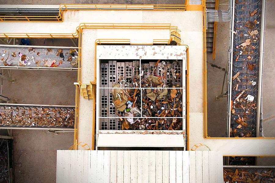 Overhead view of the Komptech Ballistor processing C&D waste.