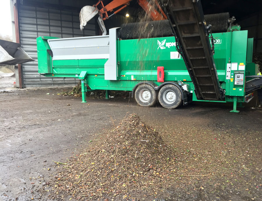 The Komptech Nemus 2700 trommel screen processing incoming food waste.